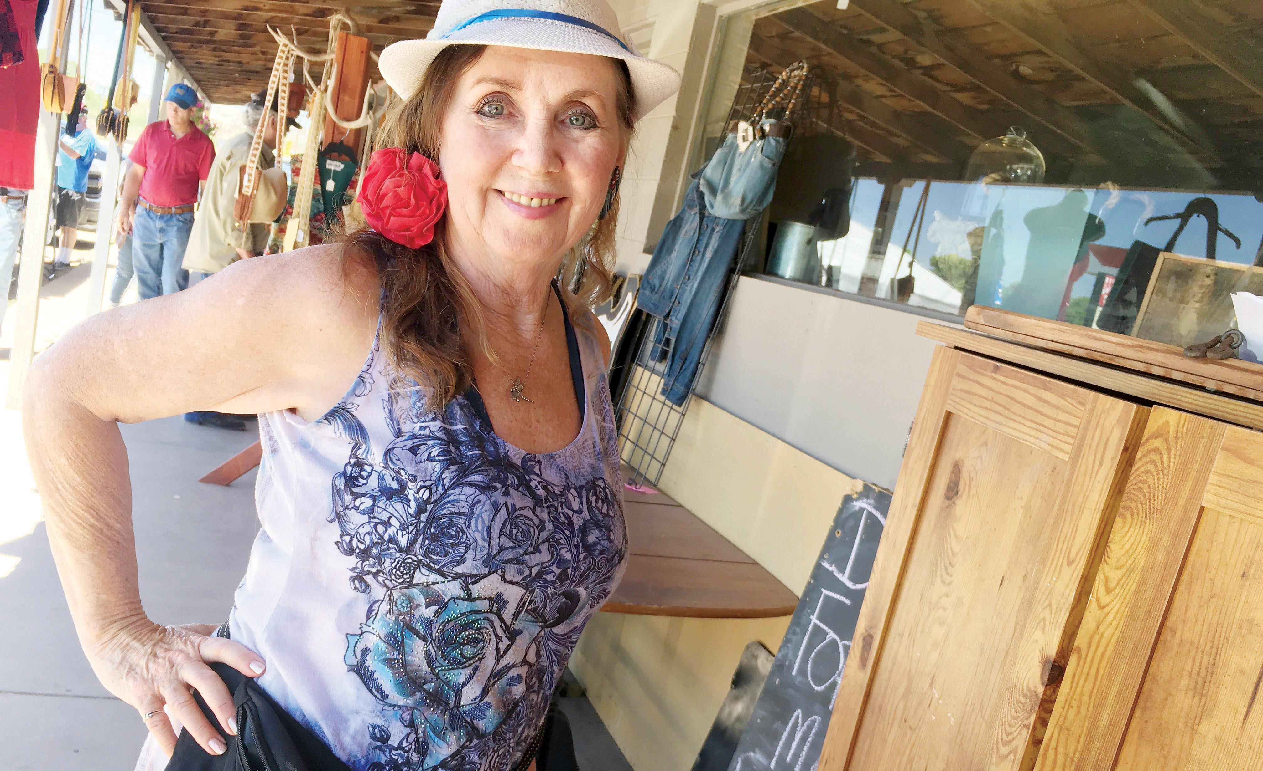 Beaver Creek Library to display local art in June, July  Camp Verde Bugle   # Sunshower Rose_173655