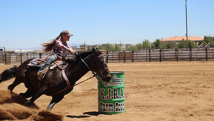 Janai Mascuch tallied a 17.078 in senior  barrel racing, which was the best time out of the heat of  14 racers.