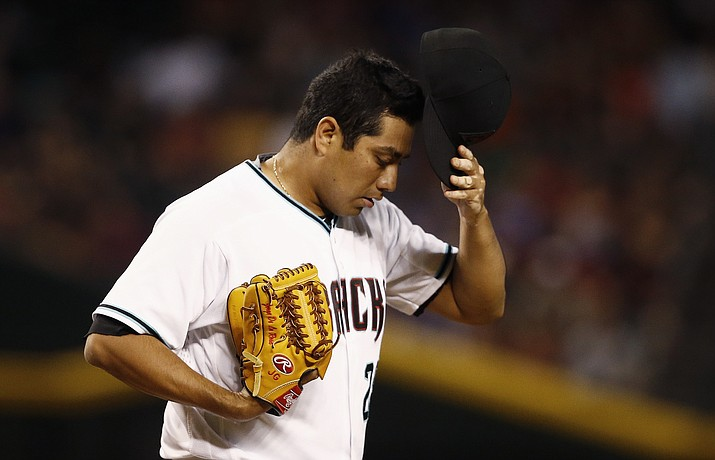 Arizona Diamondbacks' Jorge De La Rosa pauses on the mound after giving up a home run to Philadelphia Phillies' Maikel Franco during the eighth inning Friday, June 23, 2017, in Phoenix. (Ross D. Franklin/AP)