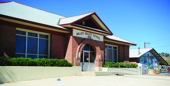 Miller Valley School Building. (Les Stukenberg/Courier)