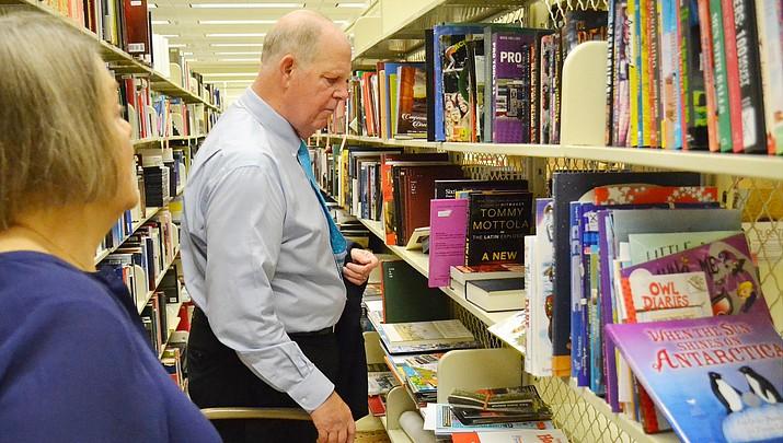 Congressman donates surplus books to Camp Verde library