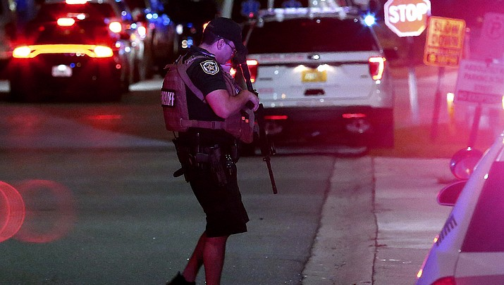 6 police officers shot in Florida, Pennsylvania; 1 killed, 5 wounded