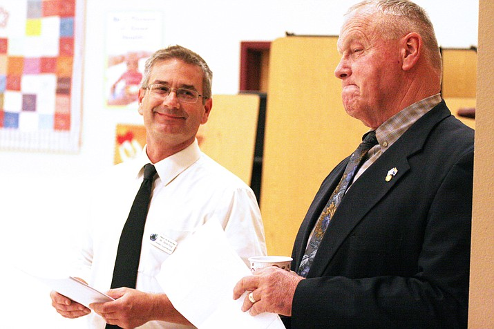"""Cottonwood-Oak Creek School District Superintendent Steve King, left, says that Arizona is """"lucky to have"""" Tim Carter, right, as president of the state's Board of Education. (Photo by Bill Helm)"""