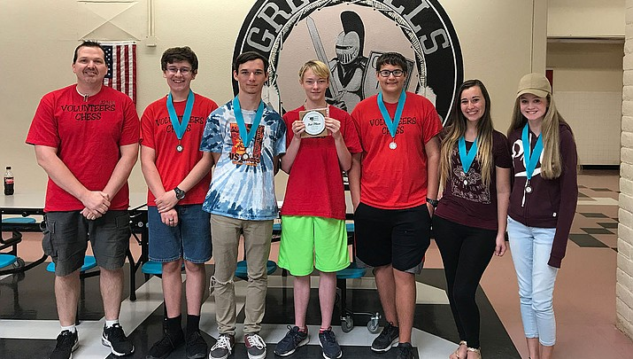 Volunteers chess team takes third