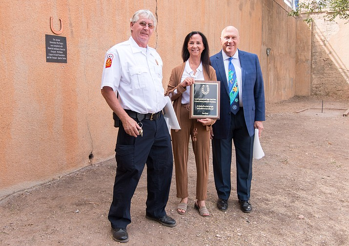 Fire Chief Rusty Blair and Mayor Frank Vander Horst present a plaque to Yavapai-Apache Nation Chairwoman Jane Russell-Winiecki for the Yavapai-Apache Nation's financial contributions toward the completion of the town's new horseshoe pits. VVN/Halie Chavez