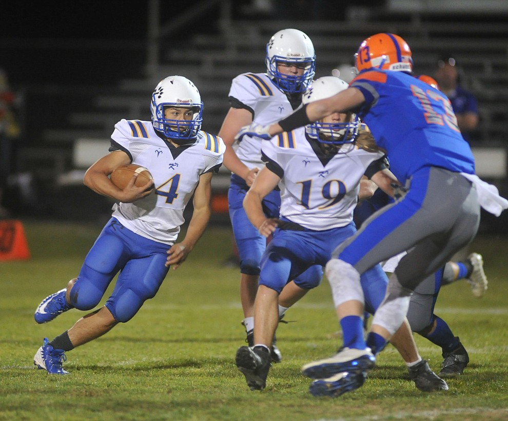 Kingman's Austin Dias runs off tackle as the Bulldogs traveled to Chino Valley to take on the Cougars Friday, October 6. (Les Stukenberg/Courier)