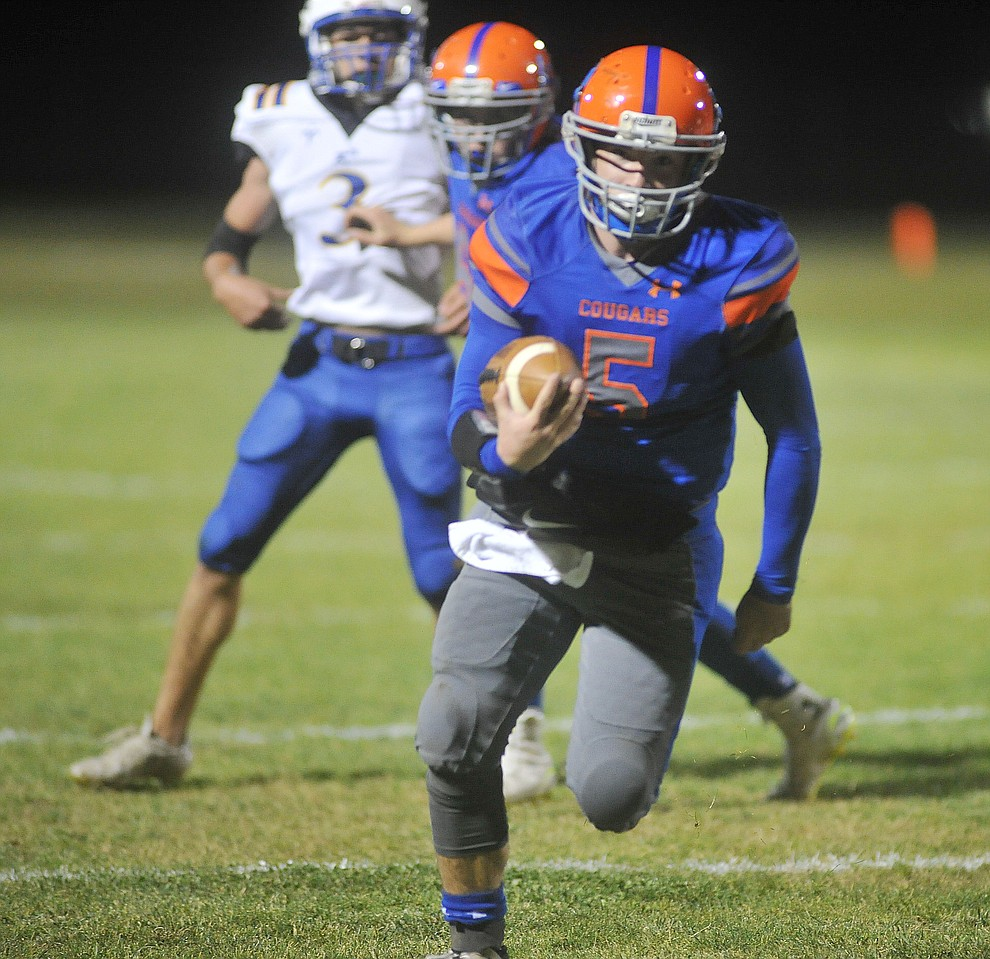 Chino Valley's Michael Paulus runs for a touchdown as the Cougars take on the Kingman Bulldogs Friday, October 6. (Les Stukenberg/Courier)