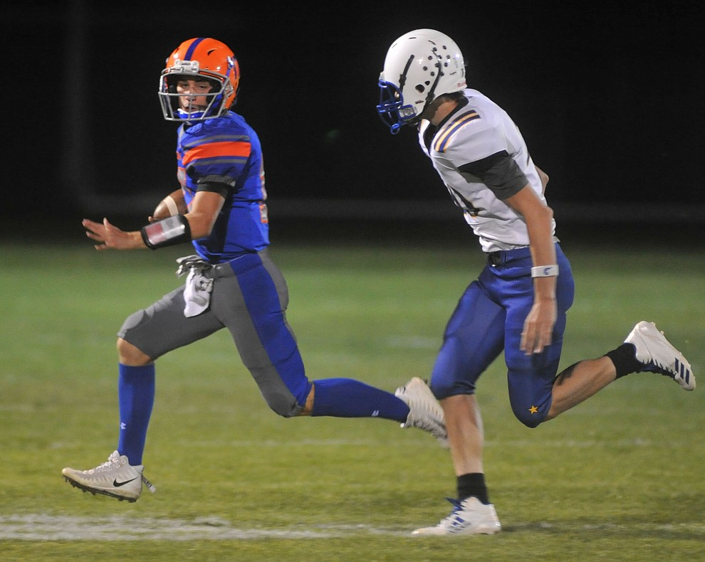 Chino Valley's Seth Jelovic scrambles as the Cougars take on the Kingman Bulldogs Friday, October 6. (Les Stukenberg/Courier)