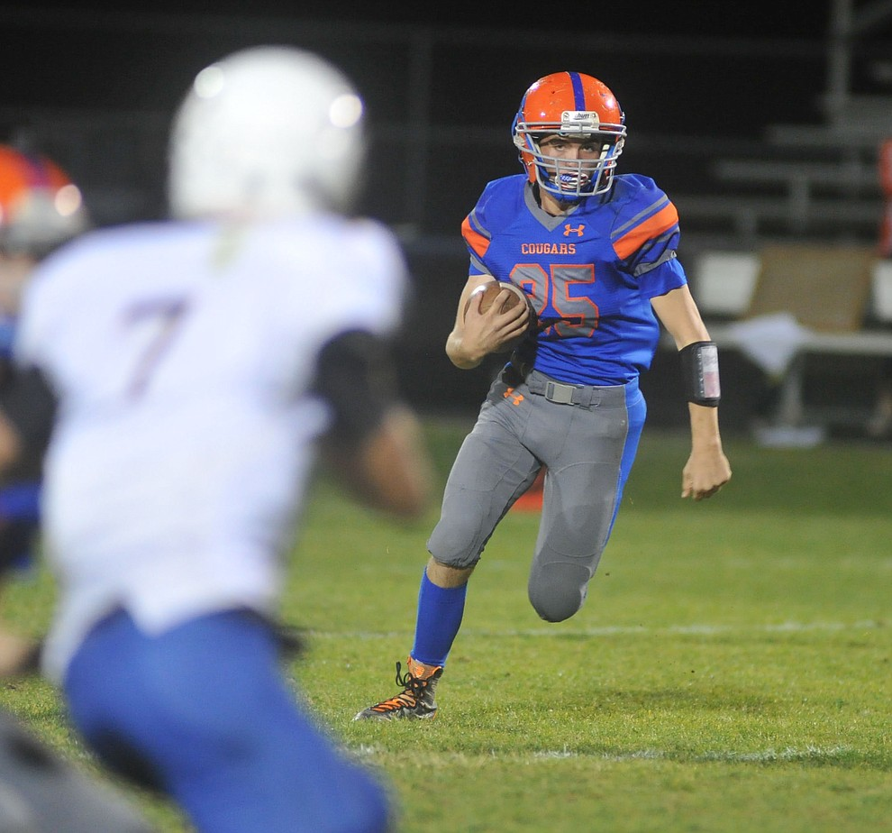Chino Valley's Canyon Brimhall runs for a touchdown as the Cougars take on the Kingman Bulldogs Friday, October 6. (Les Stukenberg/Courier)