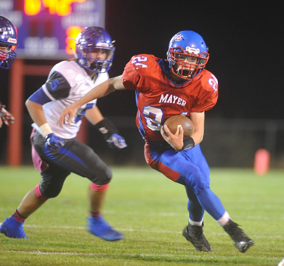 Mayer's Dade Herbert (24) runs in the open field as the Wildcats faced the Bagdad Sultans Friday night in a matchup of top 4 teams in the AIA 1A rankings in Mayer. (Les Stukenberg/Courier)