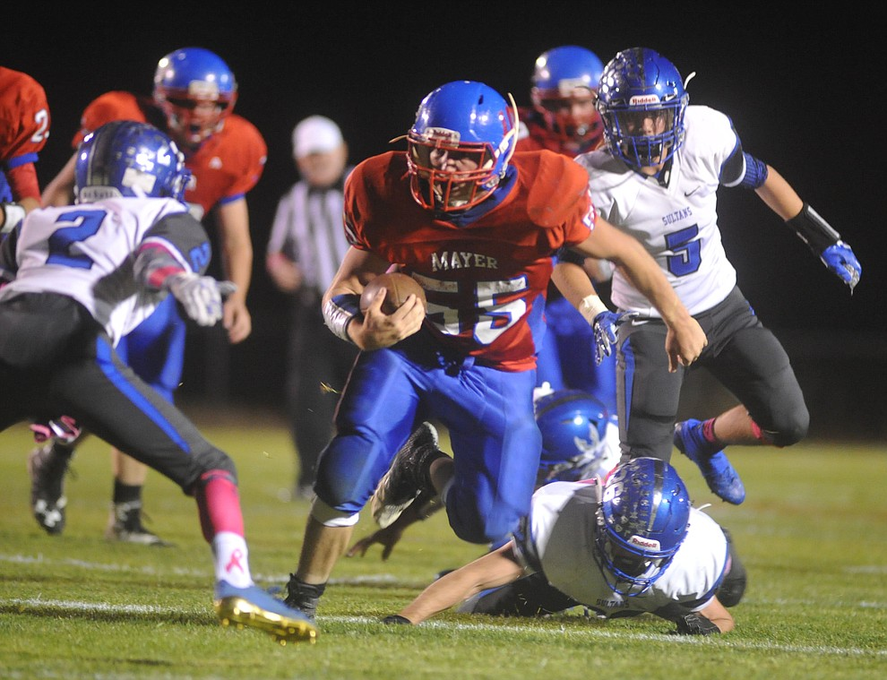 Mayer's Dacodah Jensen runs downfield as the Wildcats faced the Bagdad Sultans Friday night in a matchup of top 4 teams in the AIA 1A rankings in Mayer. (Les Stukenberg/Courier)