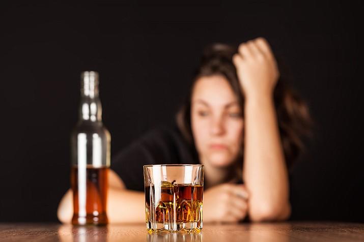Women face a greater stigma than men do when their alcohol consumption evolves into alcoholism.