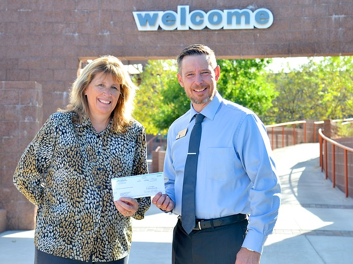 Verde Valley Newspapers Publisher Pam Miller and Yavapai College Verde Valley Campus Dean James Perey pose for a photo after the Soldwedel family gifted the college with $143,000. (VVN/Vyto Starinskas)