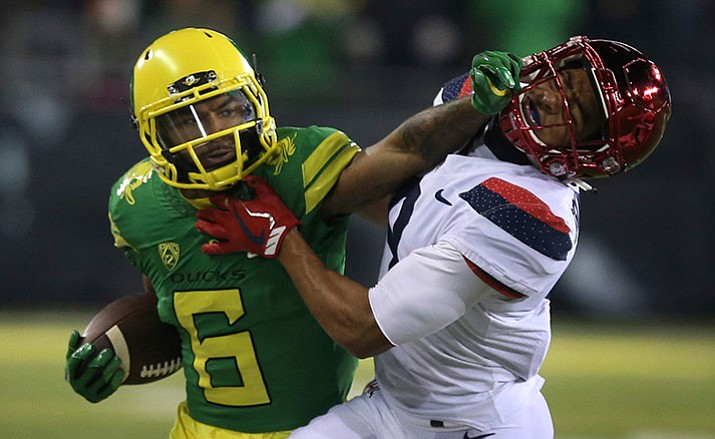 Oregon's Charles Nelson stiff-arms Arizona's Dane Cruikshank on a pass run during the third quarter of an NCAA college football game, Saturday, Nov. 18, 2017, in Eugene, Ore. (Chris Pietsch/AP)