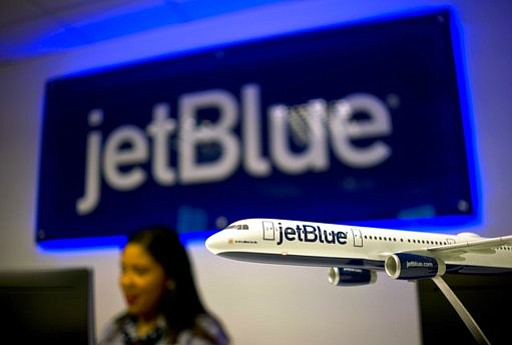 A passenger on a JetBlue flight was removed, because of allegedly hitting and biting other passenger's. (AP Photo/Ramon Espinosa, File)