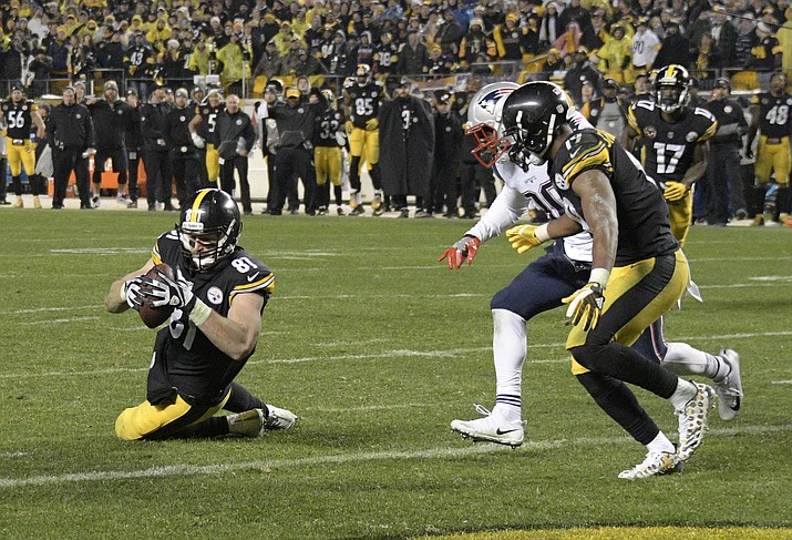 Pittsburgh tight end Jesse James (81) has a knee down before crossing the goal line against New England in Pittsburgh, Sunday, Dec. 17. Officials later ruled on replay that James did not have possession and took the score away. (Don Wright/AP)