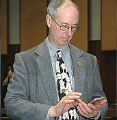 Lawmaker wants his cell phone to remain private photo