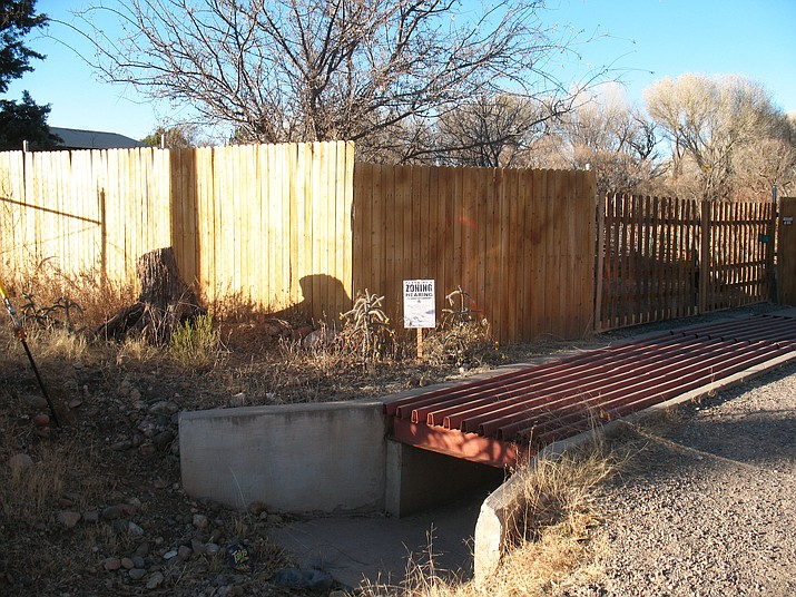 A Cottonwood Planning and Zoning hearing notice can be seen at a property which could turn into an animal therapy sanctuary. (Photo courtesy of Cottonwood Planning and Zoning)