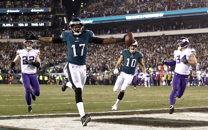 Philadelphia Eagles' Alshon Jeffery catches a touchdown pass during the first half of the NFL football NFC championship game against the Minnesota Vikings Sunday, Jan. 21, 2018, in Philadelphia. (Patrick Semansky/AP)