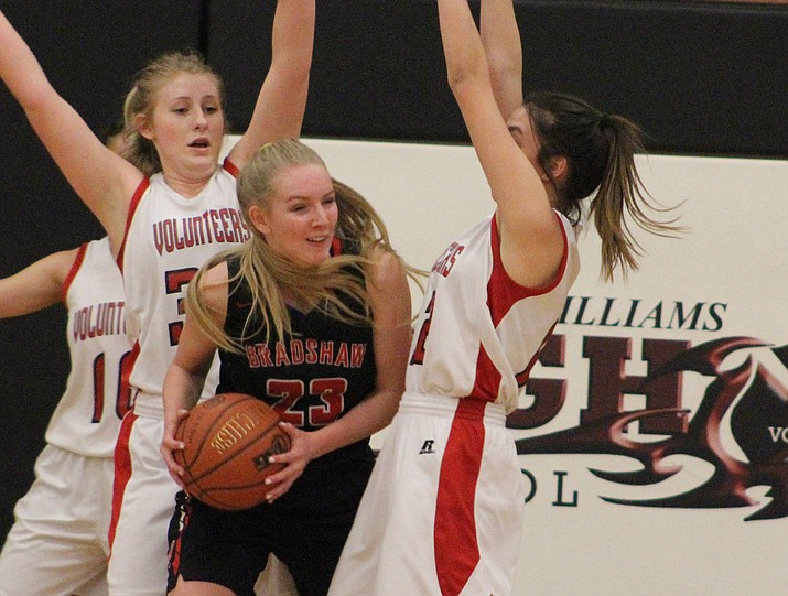 Bradshaw Mountain's Rylee Bundrick (23) is surrounded by Lee Williams defenders Thursday, Jan. 31, 2018, in Kingman. The Bears beat the Volunteers 46-38. (Beau Bearden/KDM)