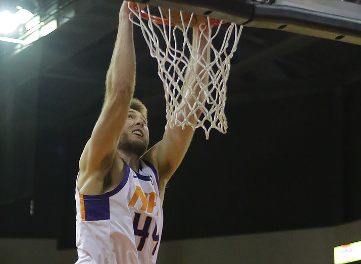 Northern Arizona's Eric Stuteville (44) dunks the ball against the Rio Grande Valley Vipers on Tuesday, Feb. 6, 2018, in Prescott Valley. (Matt Hinshaw/NAZ Suns)