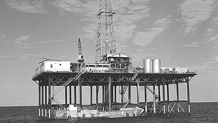 1995 photo of an offshore oil well drilling platform. (Richie, Robert Yarnall)