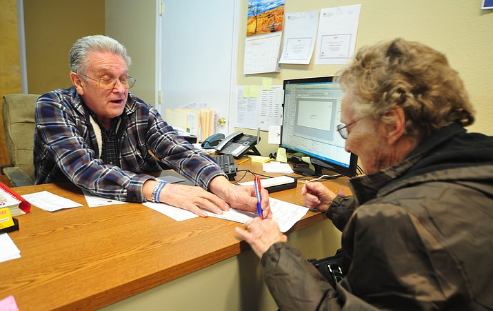 Hal Fischer helps 30-year Prescott Valley resident Vandalyah Rhodes with her 2017 tax return Friday morning. (Les Stukenberg/Courier)