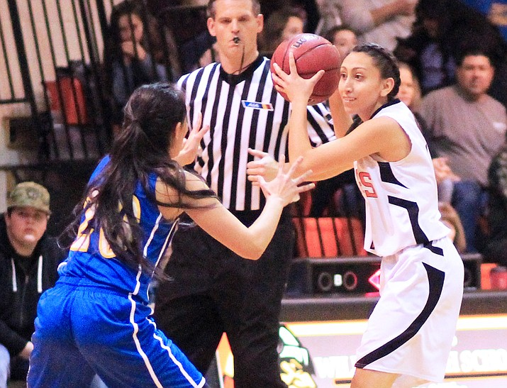 Veronica Hernandez looks to pass during an earlier season game with Ash Fork. (Wendy Howell,WGCN)