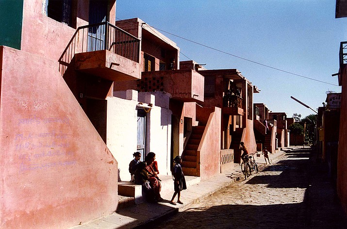 The Aranya low-cost housing project in Indore accommodates more than 80,000 people through a system of houses, courtyards and internal pathways. (Courtesy of The Pritzker Architecture Prize/Vastushilpa Foundation  via AP)