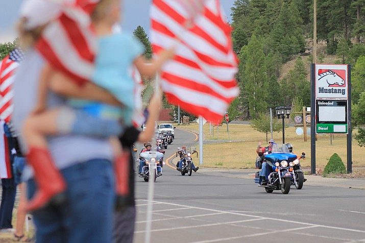 Nation of Patriot riders pass through Williams, Arizona during their 2017 Patriot Tour. (Wendy Howell/NHO)