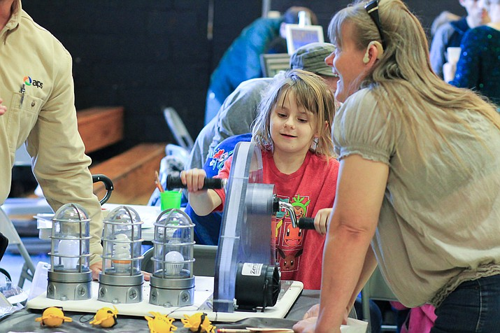 Students enjoy hands-on science at the 2017 STEM Night at Williams elementary. (Wendy Howell/WGCN)