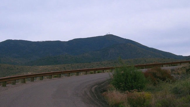 Mount Ord, pictured from the pull off area at the base. (shsnyder/wikimedia https://goo.gl/eyCSXk)