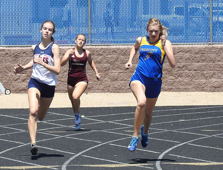 Prescott's Molly Courtright, far right, runs in an unknown event at the Pioneer Invitational on Saturday, April 14, 2018, in Phoenix. (John Bradley/Courtesy)