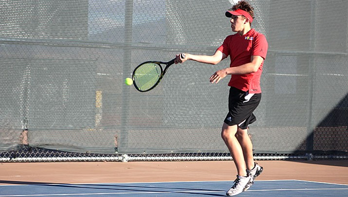 Lee Williams' Kade Juelfs will face Cactus Shadow's Colin McConnon in the Division II Individual State Tournament.