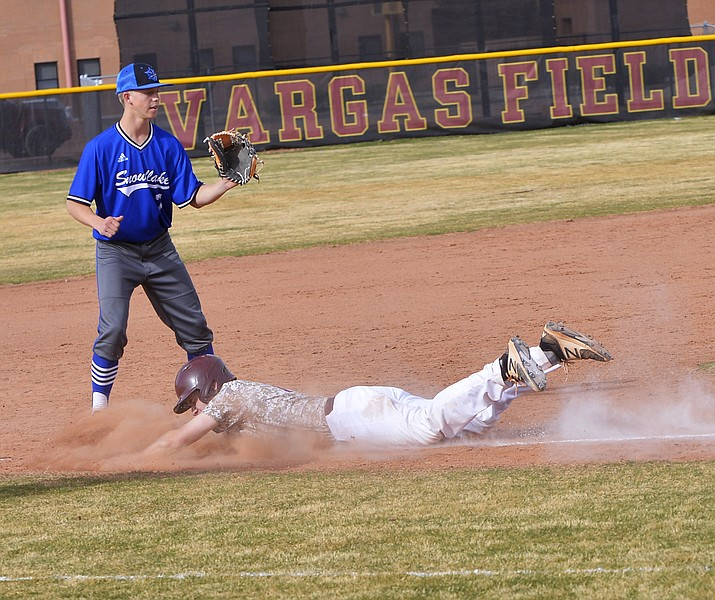 Brennan Sawyer is safe at second base in the Bulldogs' win against Snowflake April 10. (Todd Roth/NHO)