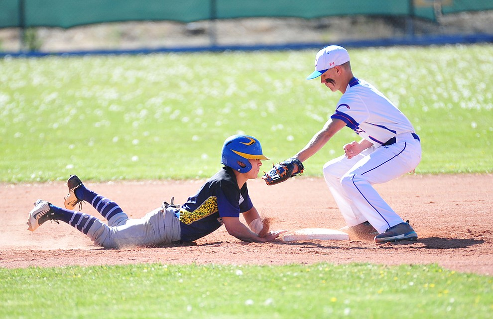 Chino Valley's Jayden Harguess tries to tag out Mason Telford as the Cougars host the Kingman Bulldogs in baseball Tuesday, April 17, 2018 in Chino Valley. (Les Stukenberg/Courier)