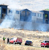 Wildfire threatens large apartment complex in Prescott Valley photo