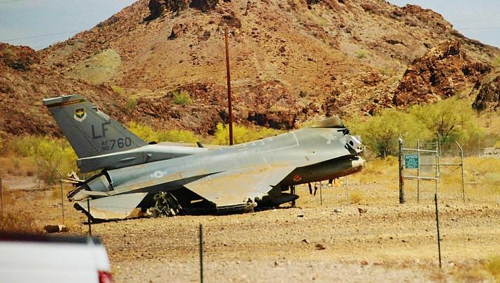 Fighter jet crashes on Havasu airport runway