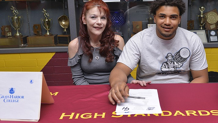 Ahli Foster signs with Garys Harbor College