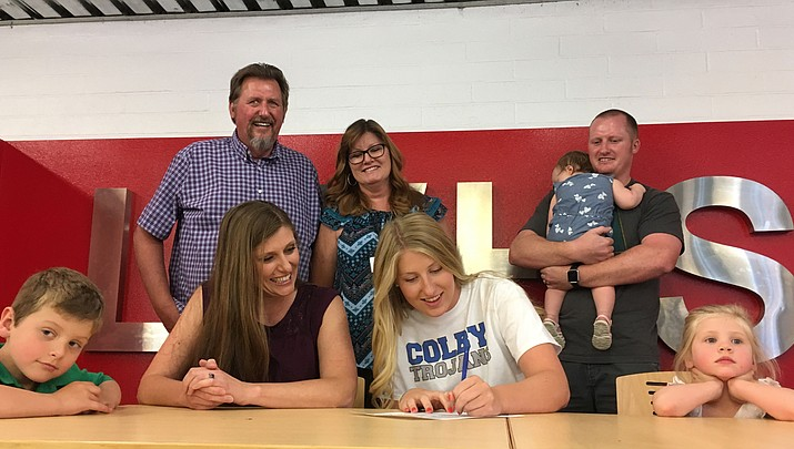 Lee Williams' Sadie Snay off to Kansas to play volleyball