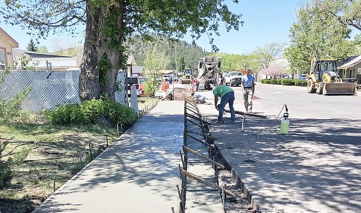 City crews work on sidewalk repairs near Safeway. (Wendy Howell/WGCN)