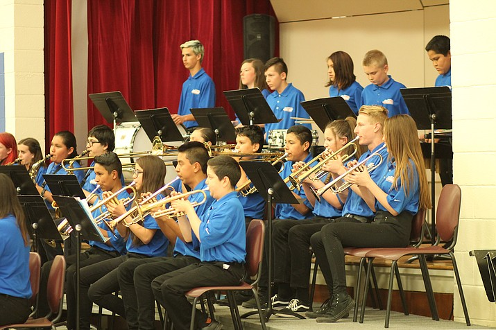 The middle school concert band performs May 16. (Erin Ford/WGCN)