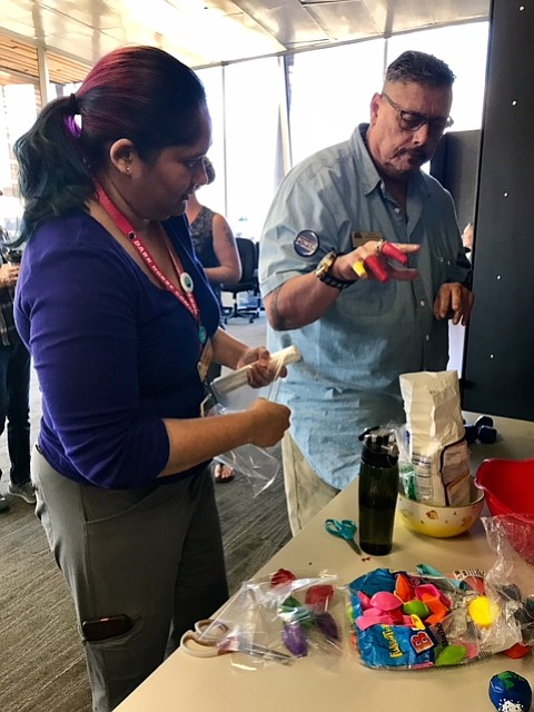 Prescott Valley Public Library staff members, Joslyn Joseph, left, and Jim Black, prepare juggling balls Nov. 2 for a Creative Aging class. (Prescott Valley Public Library/Courtesy)