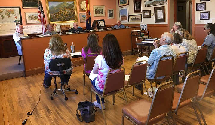 The Jerome Town Council discusses the current state of the Design Review Board and the Planning and Zoning Commission – both currently unable to reach quorum. Members of the board and commission sat front row at the special meeting. VVN/Halie Chavez