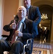 Despite cancer, McCain's maverick ways  press on in tweets photo