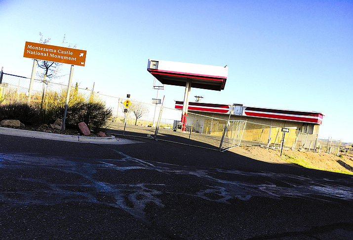 Camp Verde Town Council could approve the purchase of the land that used to house the old Circle K at the downtown Y-intersection. VVN/Bill Helm.