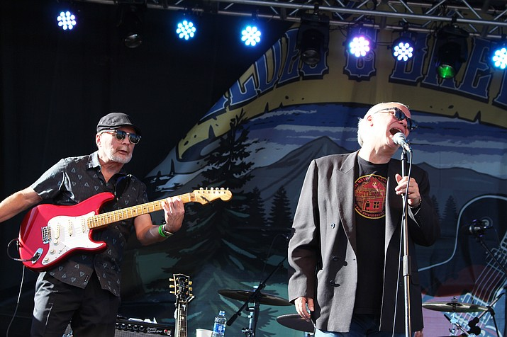 Frontman Curtis Salgado with guitarist Alan Hager att eh Flagstaff Blues and Brews Festival. (Stan Bindell/NHO)