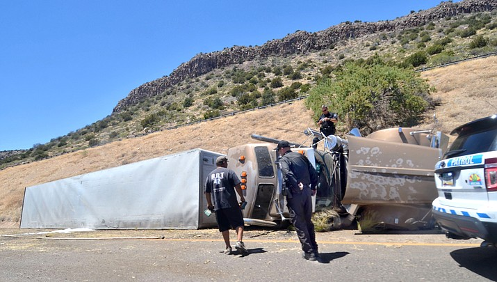 One person killed jumping from runaway semi-truck on I-17