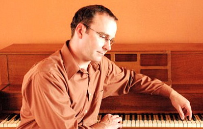 David Vincent Mills has performed as a piano soloist, as well as a member of many Jazz, R&B, and Rock bands, in numerous clubs, resorts and weddings throughout California and Arizona.
