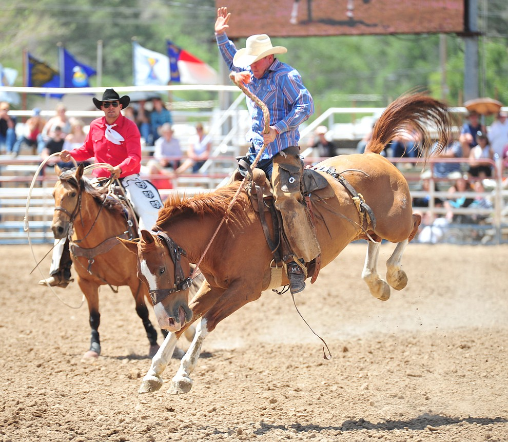 Michael Brockett scores 72 on Frankie in the Cowpunchers Bronc Riding during the final performance of the 2018 Prescott Frontier Days Rodeo Wednesday, July 4, 2018. (Les Stukenberg/Courier)